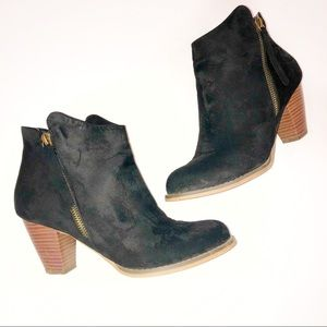 Shoe dazzle black ankle booties. Fall weather.